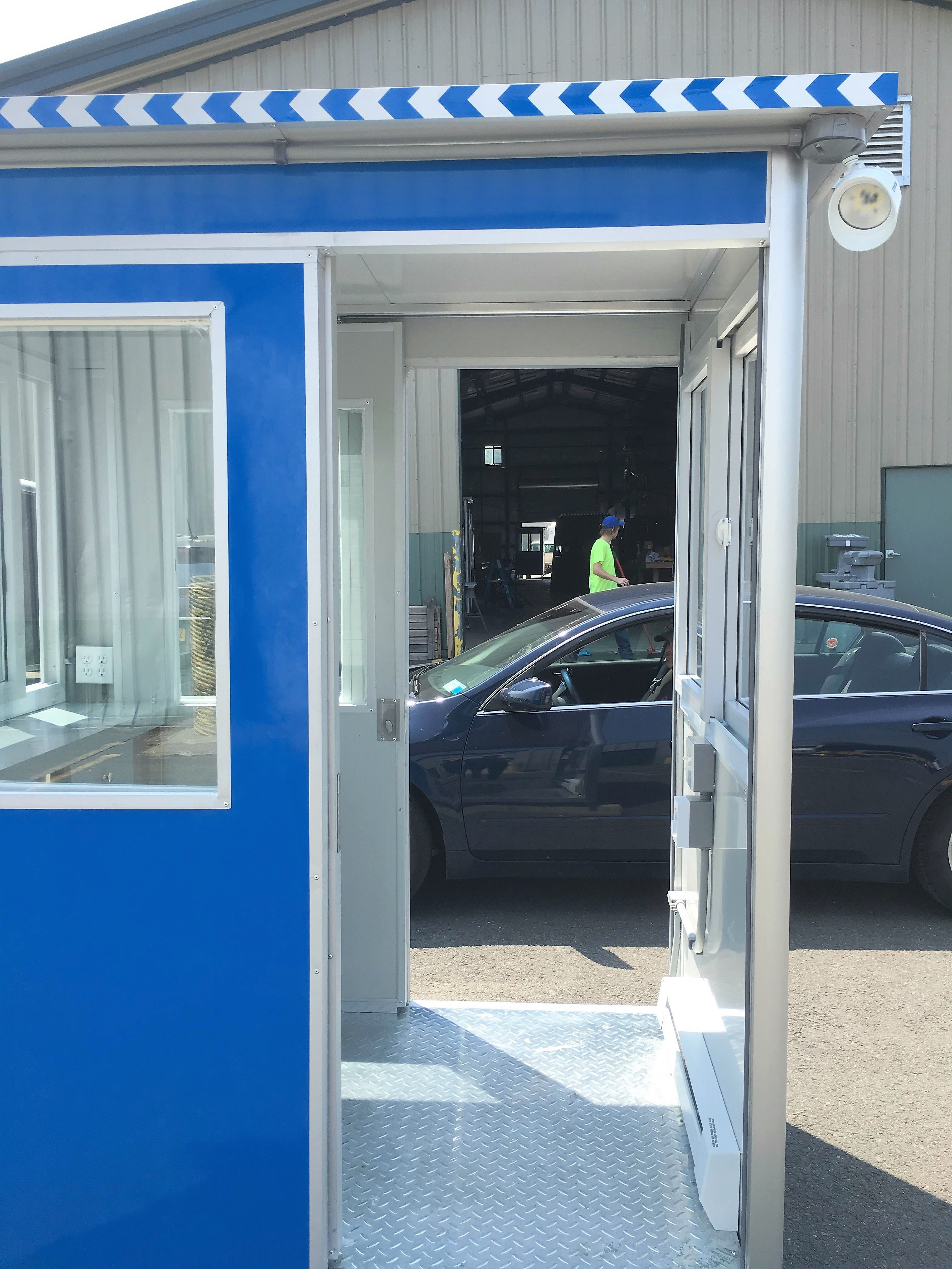 4x6 Entrance Gate Booth in Portland, OR with Sliding door, Outside Spotlights, Fixed Windows