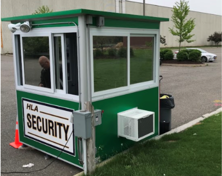 A green guard booth with