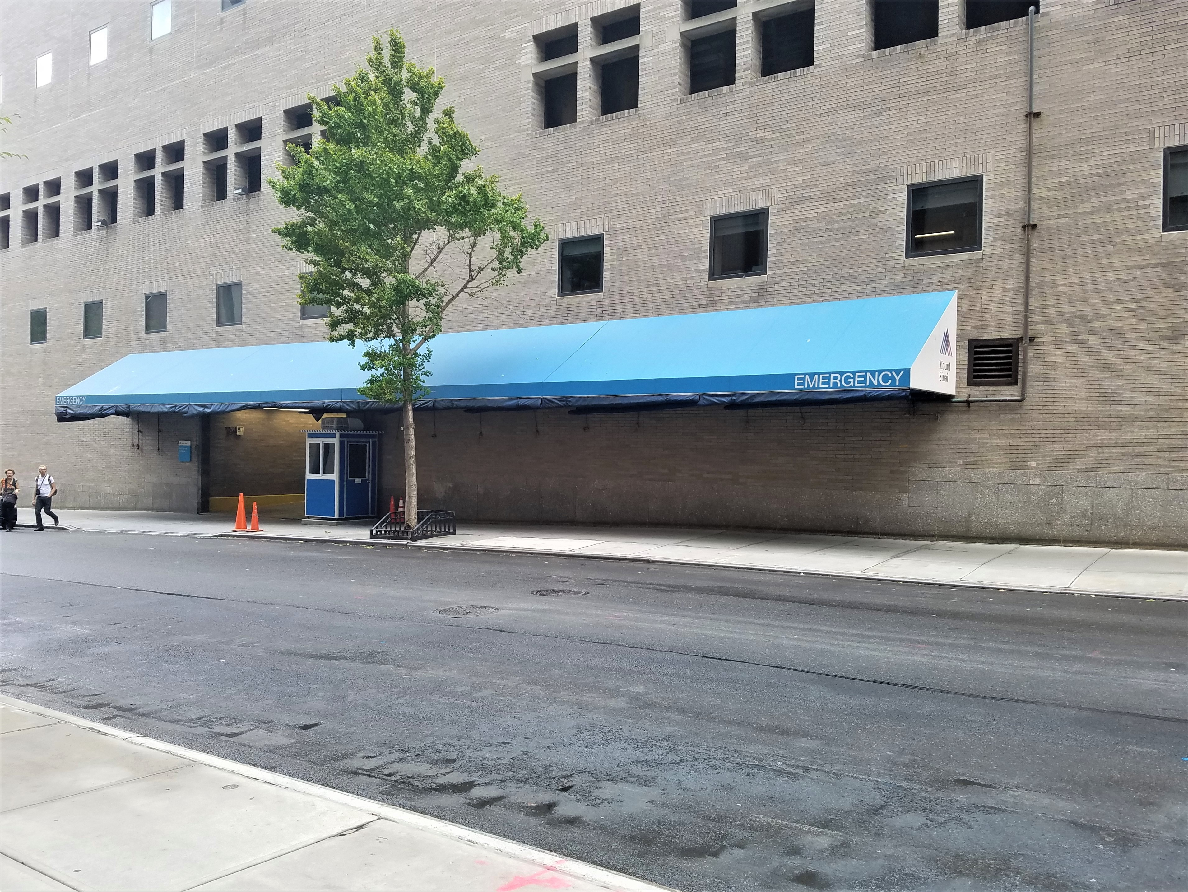 4x4 Hospital Security Booth in New York, NY with HVAC System, Tinted Windows, and Swing Door