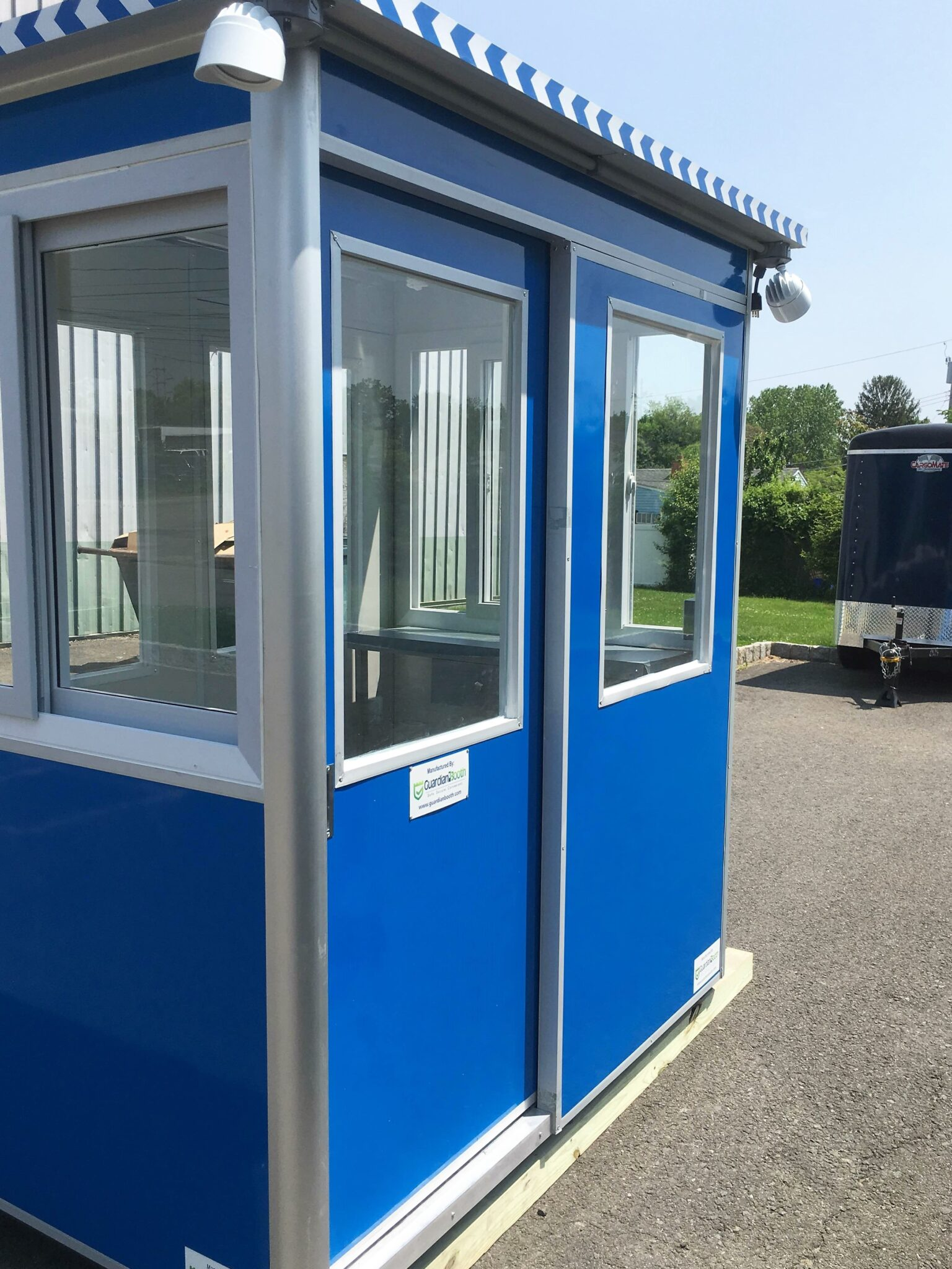 4x6 Entrance Gate Booth in Portland, OR with Sliding door, Outside Spotlights, Panel Box, Fixed Windows, Sliding Windows, and Built-in AC