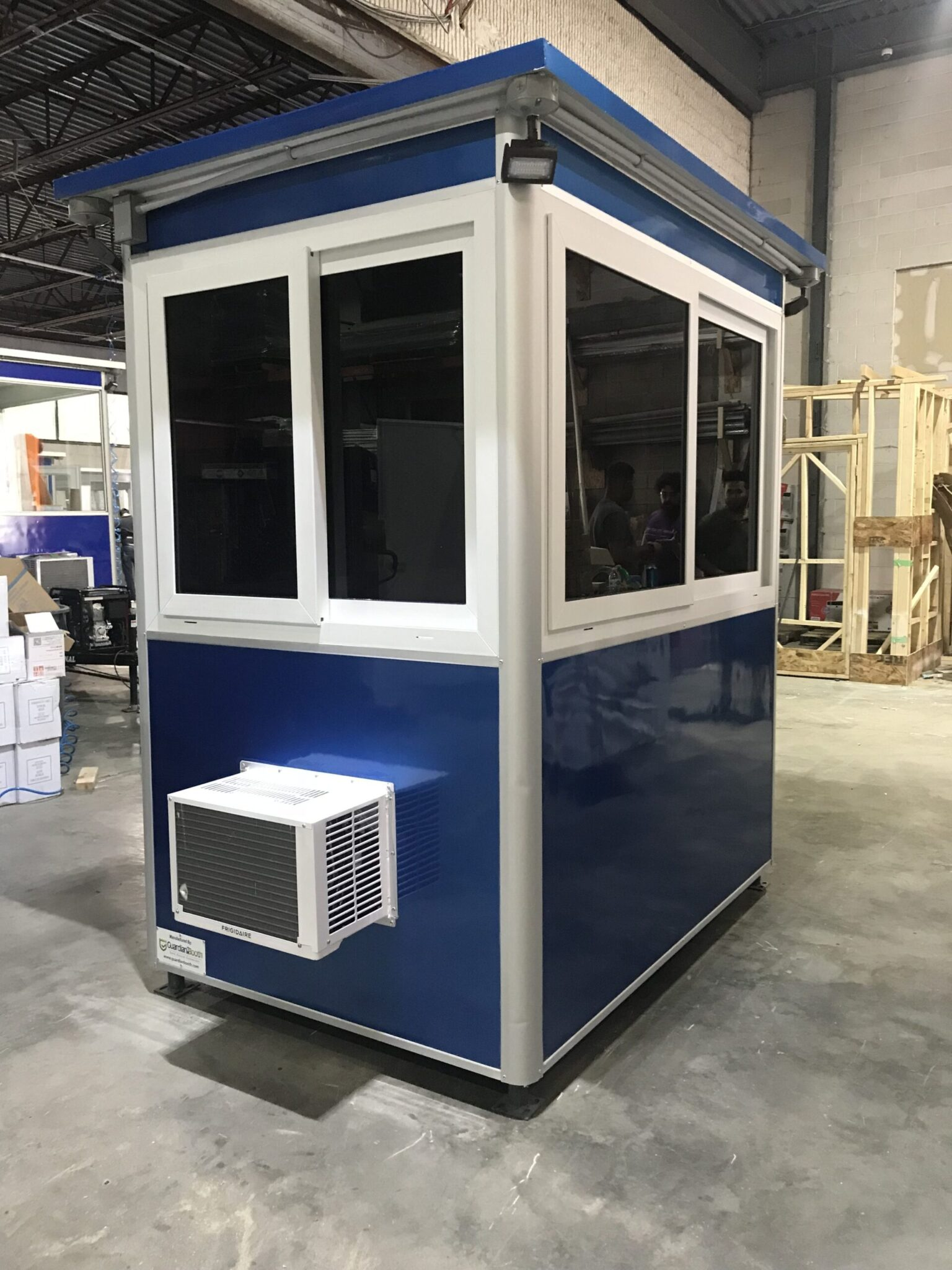 4x6 Security Guard Booth in Louisville, KY with Tinted Windows, Outside Spotlights, Custom Exterior Color, Built-in AC, and Key Hooks