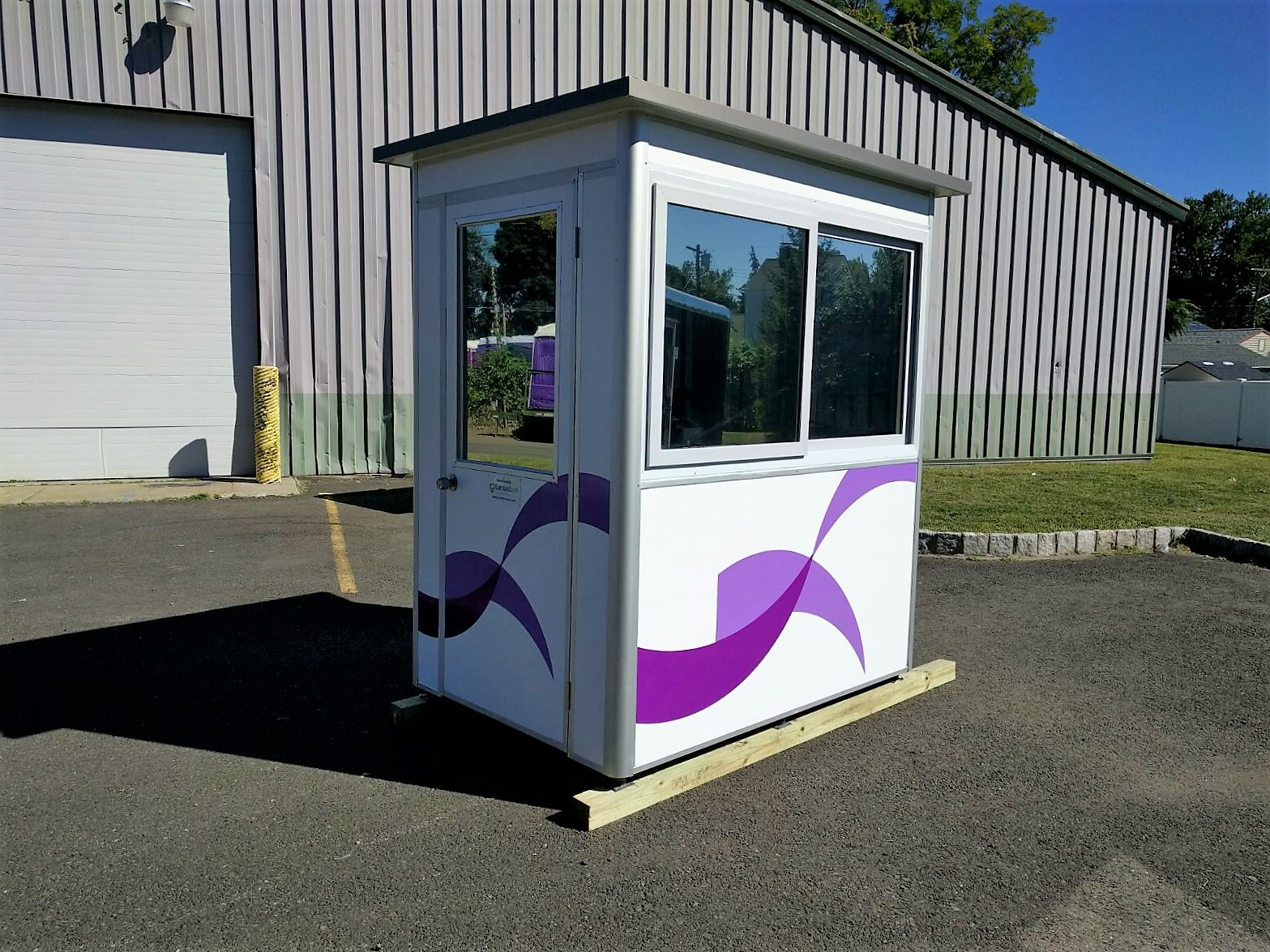 4x6 Security Guard Booth in Tyler,TX with Custom Exterior Color, Swing Door, and Sliding Windows
