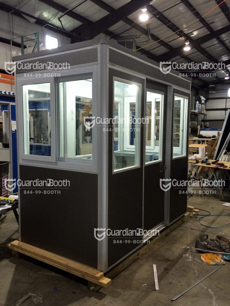 4x8 Booth in Dallas, TX with Custom Exterior Color, Sliding Windows, and Sliding Door