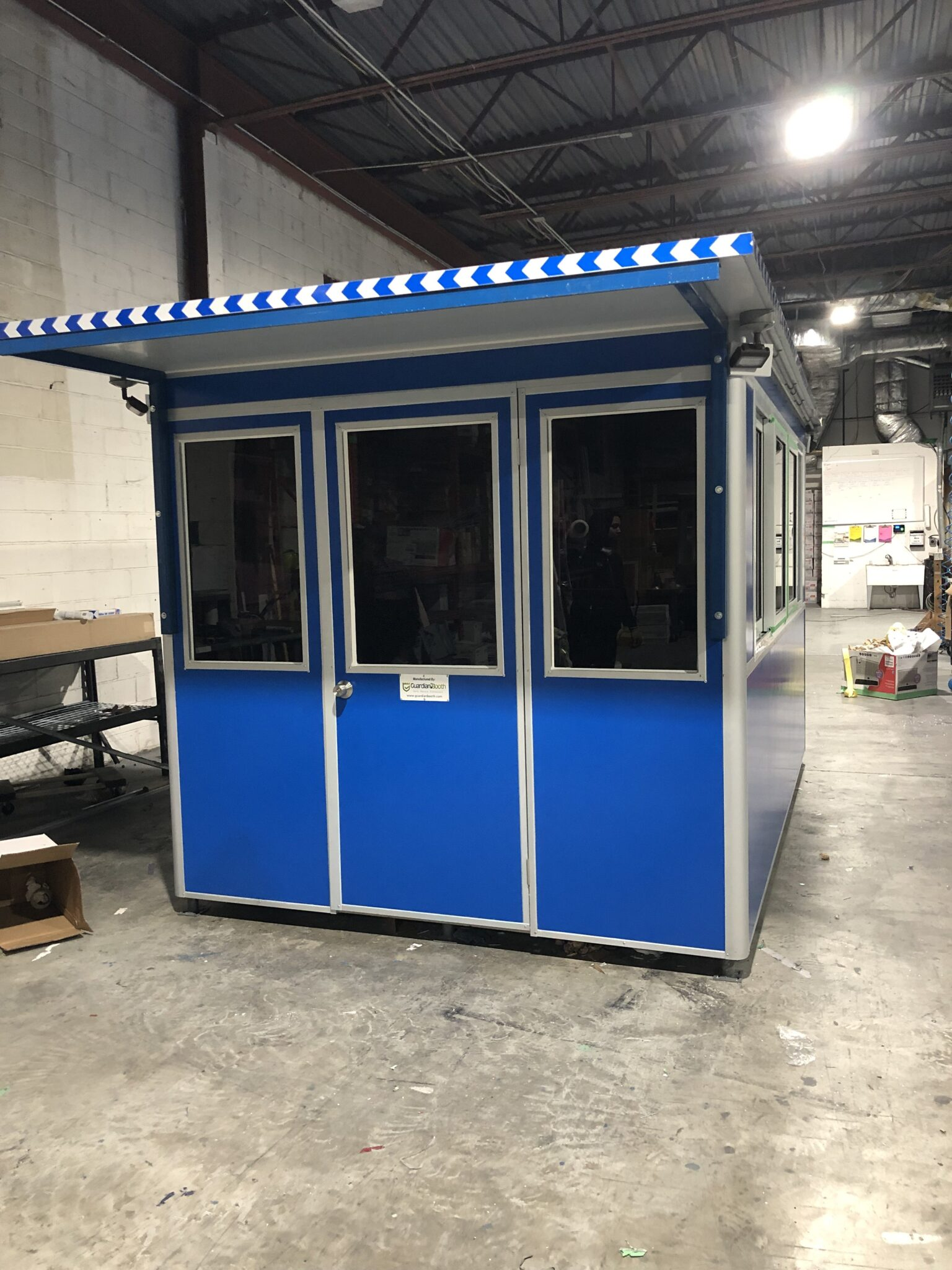 Extended Roof Overhang, 8x10 Hospital Security Booth in Milwaukee, WI 2