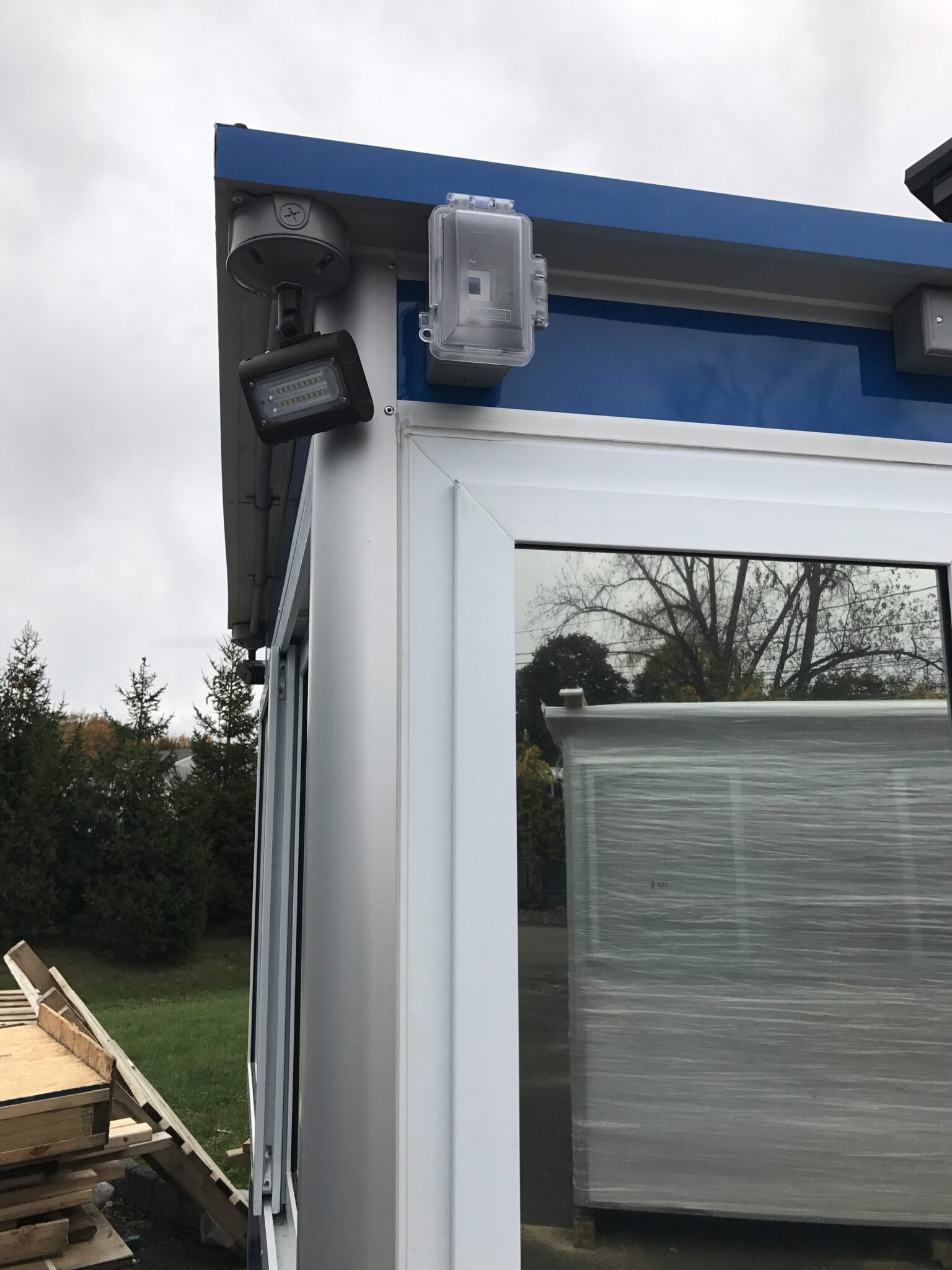 Outside LED Spotlight, 6x8 Security Guard Booth in Bloomfield, CT