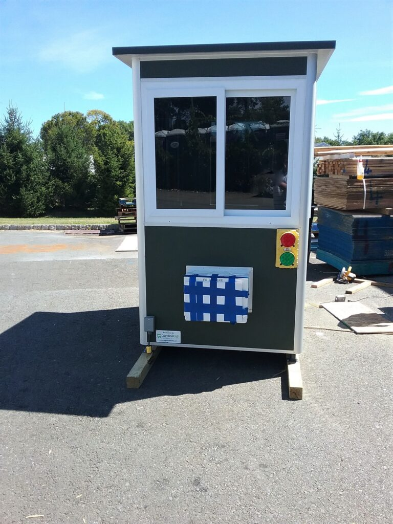 Stop and Go Light, 4x6 Parking Lot Attendant Booth in Rahway, NJ 2