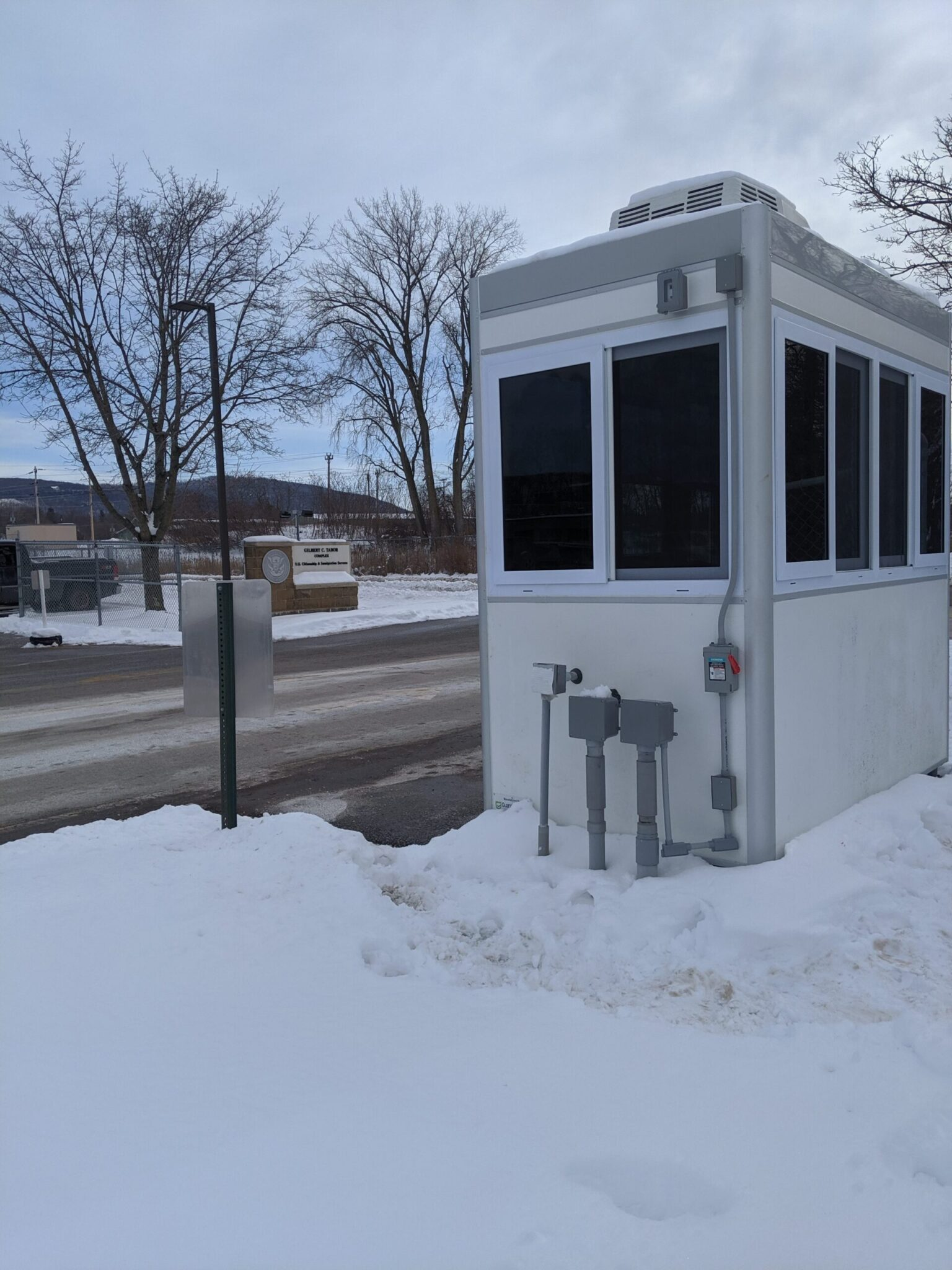 4x8 Entrance Booth in St Albans, VT with Roof Mounted HVAC, Tinted Windows, Outside LED Spotlights and Exterior Duplex Ethernet Port and Phone Line